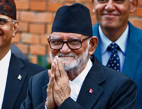 שורה של אתגרים כלכליים, חברתיים ופוליטיים. ראש ממשלת נפאל סושיל קויראלה (צילום: AP)