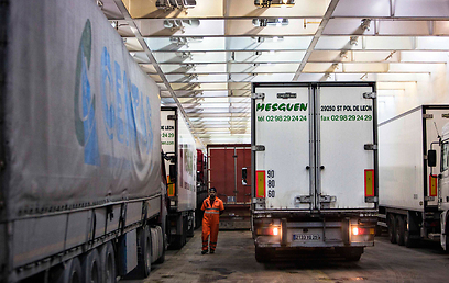 Trucks carrying European goods on way to Arab world (Photo: Reuters)