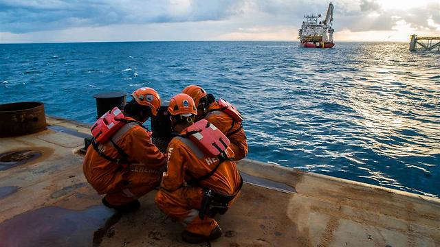 Drill workers off Israel's shore (Photo: Albatross, Noble Energy)
