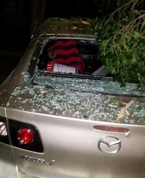 Damaged car in Sderot (Photo: Elyasaf Aflalo) (Photo: Elyasaf Aflalo)