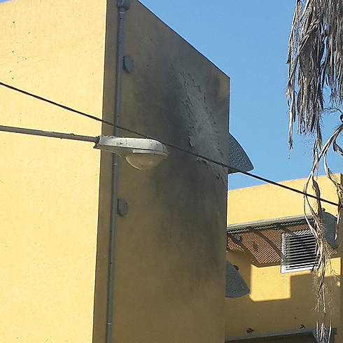 Sderot building hit by rocket (Photo: Hagai Dahari) (Photo: Hagai Dahahri)