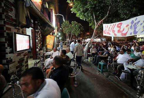 """המצרים מבקשים מישראל: """"שימו דגלים על המסך, שנבין"""" (צילום: EPA) (צילום: EPA)"""