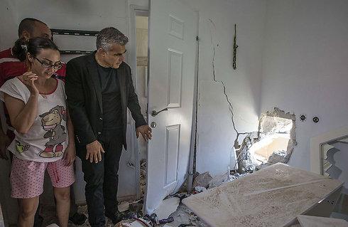 שר האוצר מבקר בשדרות (צילום: AFP)