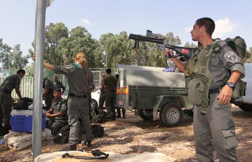 """כוחות מג""""ב בשער אפרים (צילום: עידו ארז) (צילום: עידו ארז)"""