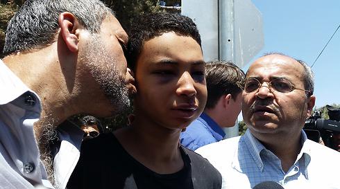 """בן הדוד טארק אבו חדיר שהוכה ע""""י שוטרי מג""""ב (צילום: אלי מנדלבאום) (צילום: אלי מנדלבאום)"""