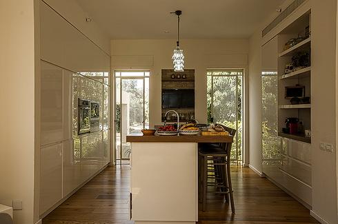 המטבח שמשלב בין הקלאסיות למודרניות (צילום: לירן שמש) (צילום: לירן שמש)
