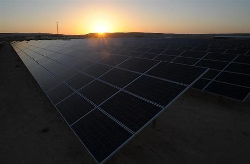 שדה סולארי בקיבוץ שדה בוקר של שיכון ובינוי  (צילום: אבשלום שושני) (צילום: אבשלום שושני)