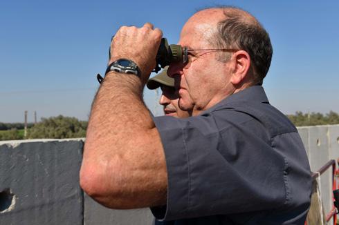 יעלון. הירי לדרום נמשך (צילום: אריאל חרמוני, משרד הביטחון) (צילום: אריאל חרמוני, משרד הביטחון)