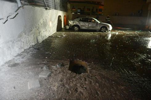 נפילה בחניון באשדוד (צילום: אבי רוקח) (צילום: אבי רוקח)
