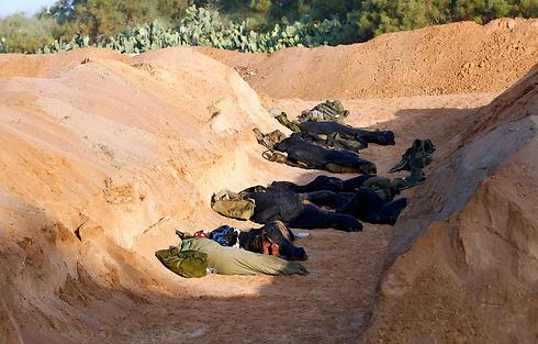 """חיילי צה""""ל בכוננות באזור רצועת עזה (צילום: רויטרס) (צילום: רויטרס)"""