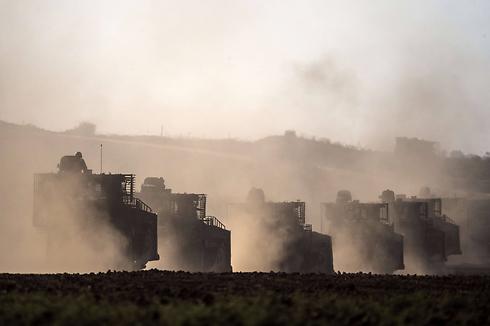 """כוחות צה""""ל בכוננות סמוך לרצועת עזה (צילום: AFP) (צילום: AFP)"""