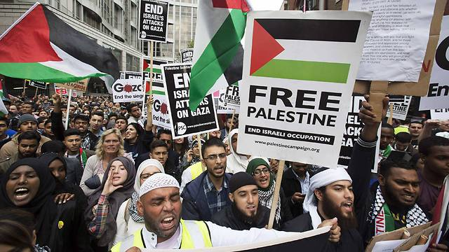 Demonstrators protest against action taken by Israel in the Gaza strip near Israeli embassy in London (Photo: Reuters) (Photo: Reuters)