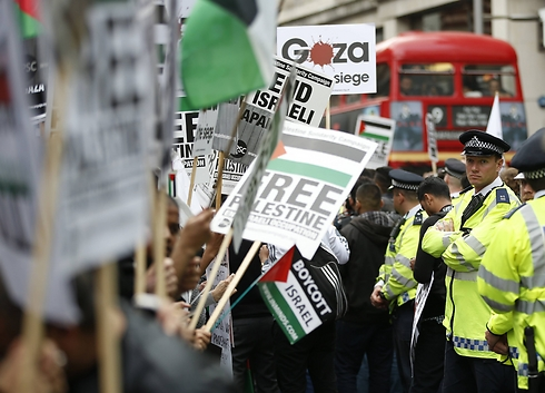 Anti-Israel protesters in London. Campaigning against peace. (Photo: AP)