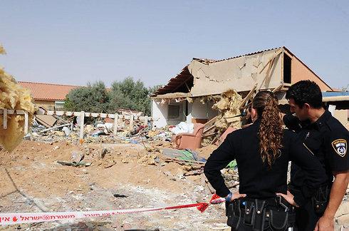 בית שנהרס מפגיעת רקטה בבאר שבע (צילום: הרצל יוסף) (צילום: הרצל יוסף)