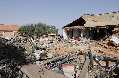 בית בבאר שבע שנהרס מפגיעה ישירה של רקטה (צילום: הרצל יוסף) (צילום: הרצל יוסף)