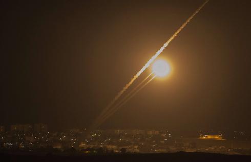 שיגור רקטה מרצועת עזה (צילום: AFP) (צילום: AFP)