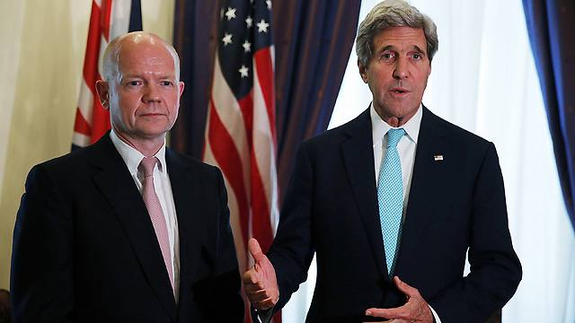 British Foreign Secretary William Hague and US Secretary of State John Kerry (Photo: AFP)