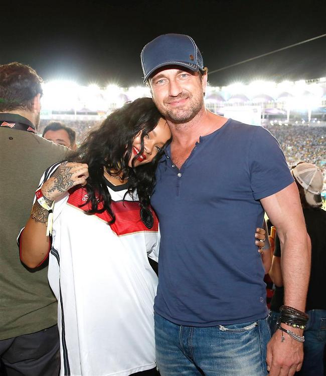 ריהאנה עשתה עוד חבר חדש. קצת מקנאים (splashnews)