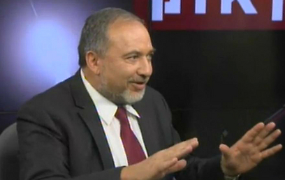 Avigdor Lieberman in the Ynet studio (Photo: Still)