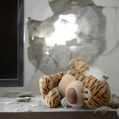 Ashdod home hit by rocket attack; boy wounded (Photo: Avi Rokach)