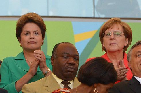 """""""ברזיל גמדה מבחינת דיפלומטית"""". הנשיאה רוסף (משמאל) לצד אנגלה מרקל (צילום: MCT)"""