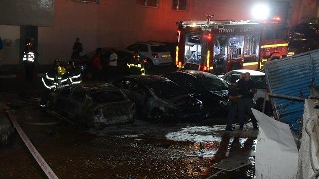 Burnt cars in Eilat (Photo: Yair Sagai)
