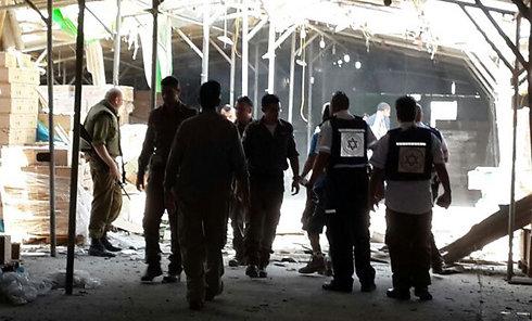 Rocket hit in chicken coop in Sha'ar HaNegev Regional Council (Yoav Zitun)