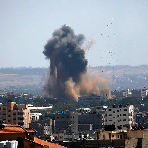 Aid agencies say that IAF bombardments of the Gaza Strip are responsible for an imending water and sanitary crisis in the Strip. (Photo: EPA)