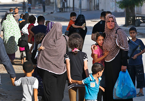 Gazans evacuating their homes (Photo: AP)