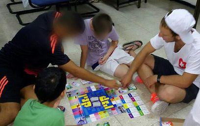 מפעילים את ילדי אשדוד במקלט האזורי (  )