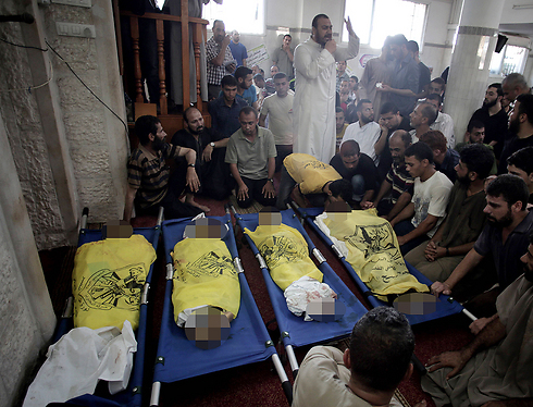 Palestinian children killed in IDF bombardment (Photo: AP) (Photo: AP)