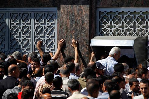 Gaza bank run (Photo: AP)