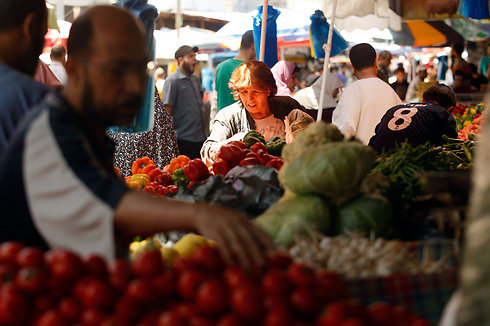 Some of the fruits and vegetables in this Gaza market will be subject to a new tax. (Photo: Reuters) (Photo: Reuters)