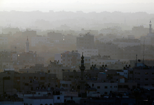 Smoke rises from Gaza Strip (Photo: AP)