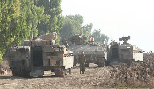 """כוחות צה""""ל בגבול הרצועה (צילום: עידו ארז) (צילום: עידו ארז)"""