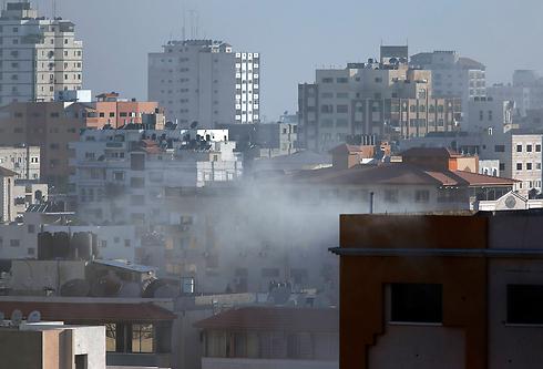 """הפצצת צה""""ל ברצועה (צילום: AP) (צילום: AP)"""