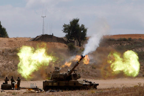 IDF firing artillery into the Gaza Strip during Operation Protective Edge (Photo: Reuters) (Photo: Reuters)