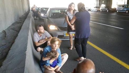 אזעקה בנתיבי איילון בתל אביב (צילום: יואב זיתון) (צילום: יואב זיתון)