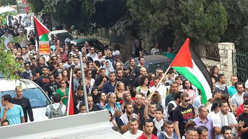 """ההפגנה בחיפה, הערב. """"המטרה ילדים ומסגדים"""" (צילום: מוחמד שינאווי) (צילום: מוחמד שינאווי)"""
