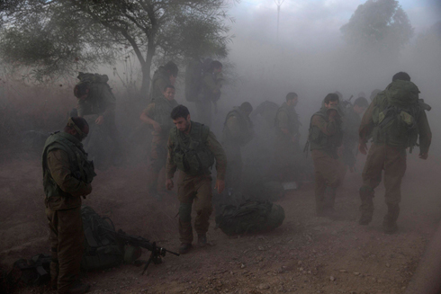Troops outside the Gaza Strip (Photo: Reuters) (Photo: Reuters)