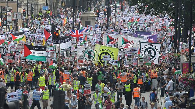 מתקפה על ישראל. הפגנה בלונדון נגד הפעילות בעזה (צילום: MCT)