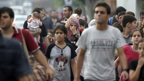 פלסטינים עוזבים את סג'עייה          (צילום: AFP) (צילום: AFP)