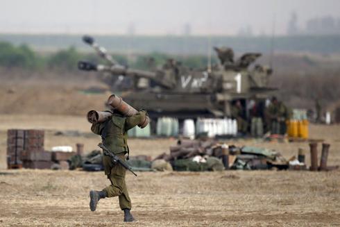 מחמשים ויורים ארטילריה (צילום: AFP) (צילום: AFP)