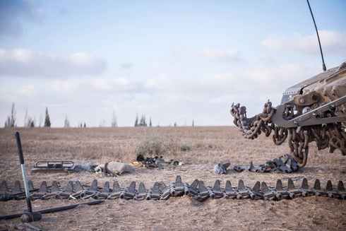 כוחות צבאיים בגבול הרצועה (צילום: בני דויטש) (צילום: בני דויטש)
