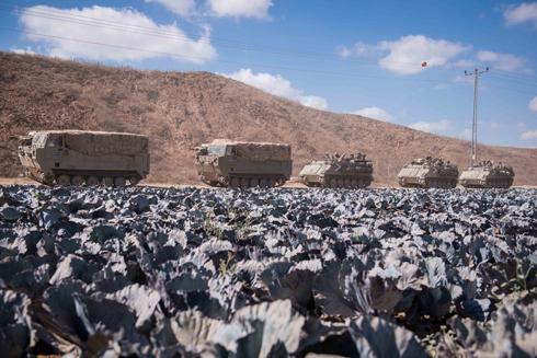 """כוחות צה""""ל בגבול הרצועה (צילום: בני דויטש) (צילום: בני דויטש)"""