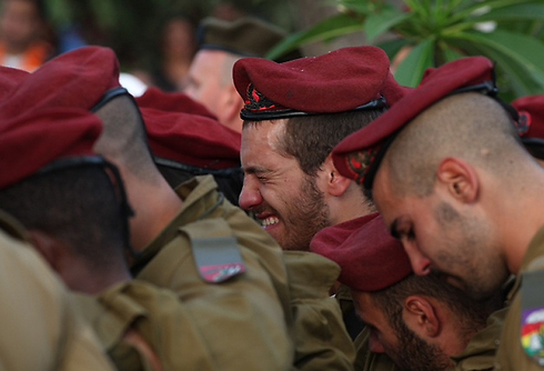 Paratroopers mourn at the funeral of Bnaya Rubel. (Photo: Motti Kimchi) (Photo: Motti Kimchi)