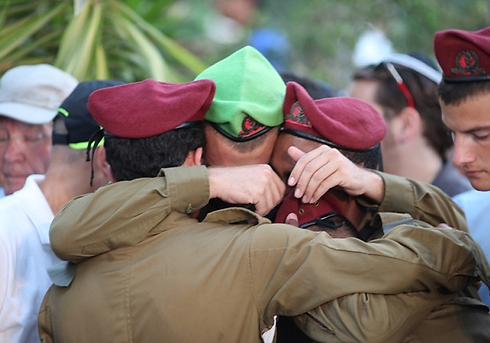 """בהלווייתו של סמל בניה רובל ז""""ל בחולון (צילום: מוטי קמחי) (צילום: מוטי קמחי)"""