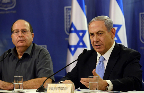 Prime Minister Netayahu and Defense Minister Ya'alon (Photo: Haim Zach, GPO)
