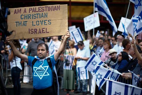 """""""אני פלסטיני שאוהב את ישראל"""". בהפגנה בניו יורק (צילום: רויטרס) (צילום: רויטרס)"""