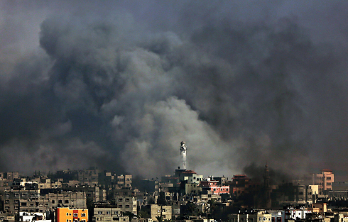 IDF bombardment of Shuja'iyya (Photo: EPA)